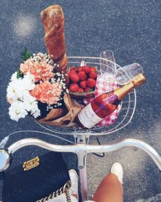 http://thetailife.com/9-dates-for-a-perfect-summer-ending/